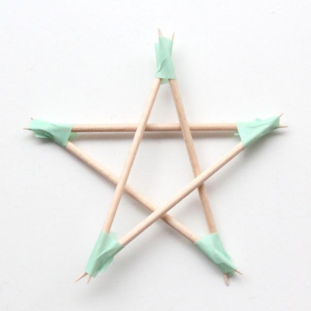 Estrellas de Navidad hechas con palillos