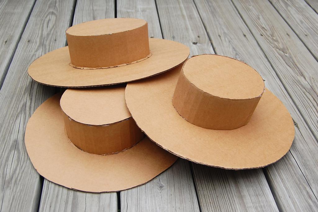 Sombreros de cartón